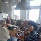 Samen repareren bij het Repair Café in Geniet ad Amstel door