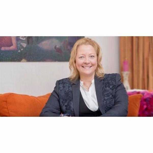 TEDx Trainer Barbara Rogoski: Using your charisma to get sales | Warmond