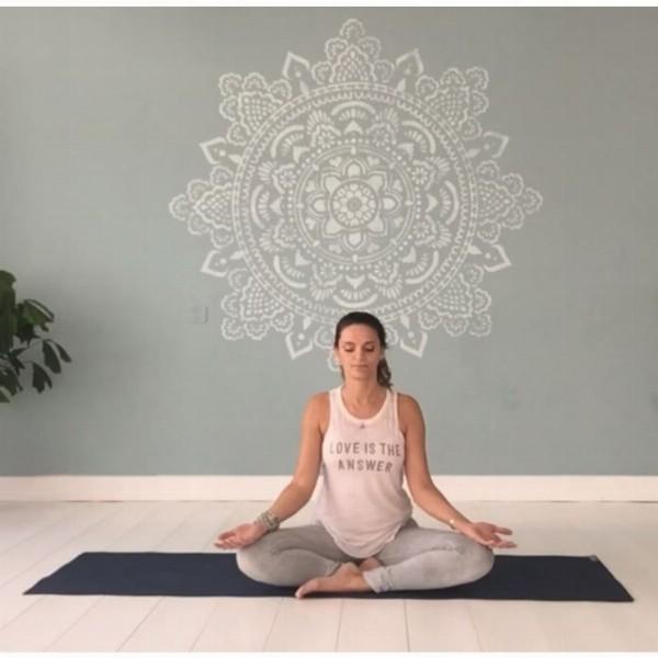 Online yoga bij Yogabeach | Bij jou thuis, in je tuin of op jouw balkon.