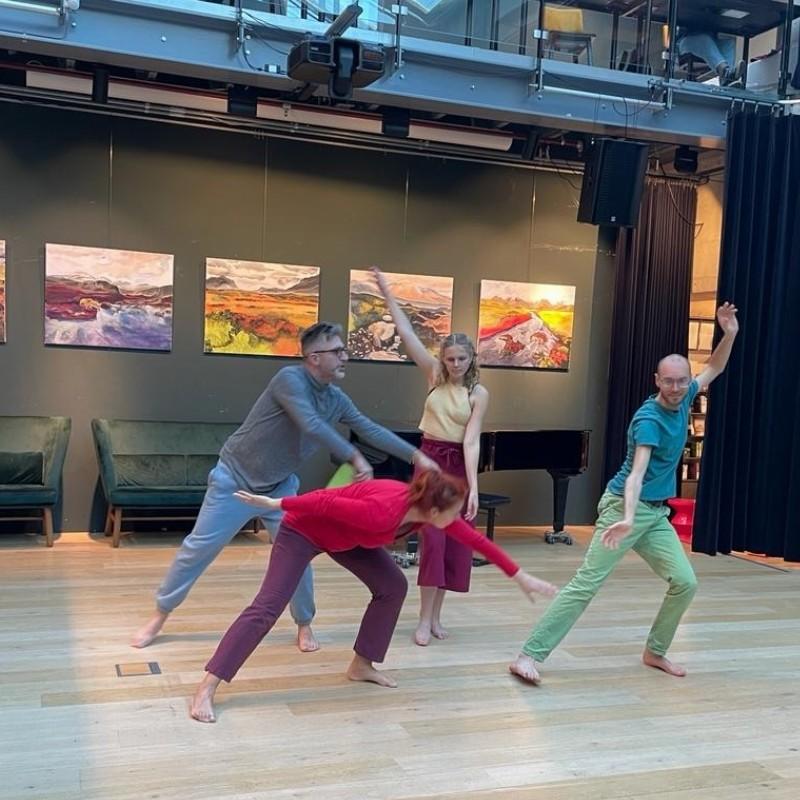 De Paradijsboom - een dans workshop voor kinderen die een verhaal door middel dans gaan maken.   Delft