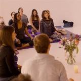Mantra's zingen op zondagochtend