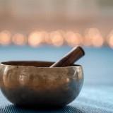 Stilteochtend met ademmeditatie, mindful yoga, body scan en sound healing door Jolanda van der Heijden
