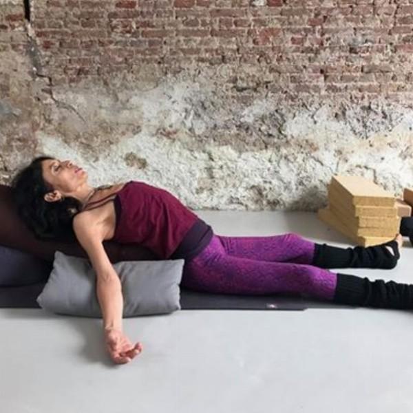 Fundamentals 1 'Restorative Yoga and Meditation' Teacher Training met Veda Ela. | Haarlem