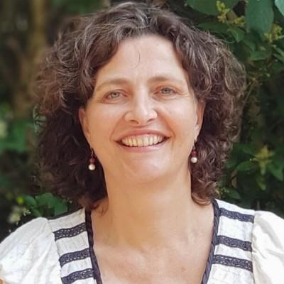 Leonoor Pronk, Lichaamsgerichte psychotherapie en Biodanza